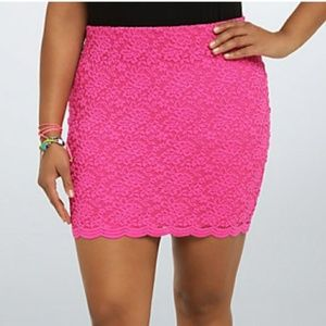 Torrid hot pink scalloped lace mini skirt 2X